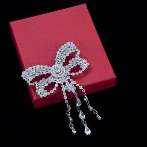 Broche Valentino em cristal Swarovski