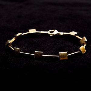 Pulseira em ouro geométrica