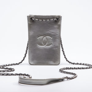 Crossbody Chanel Phone HolderVerniz Prateada