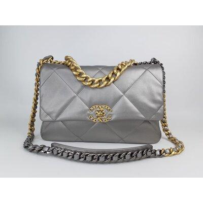 Bolsa Chanel 19 Metallic Lambskin Prata