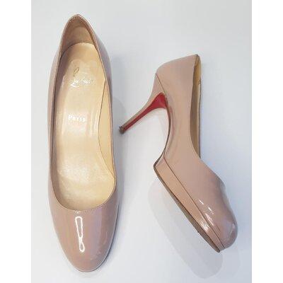 Sapato Christian Louboutin em Verniz Bege