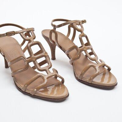 Sandália Hermès em verniz bege