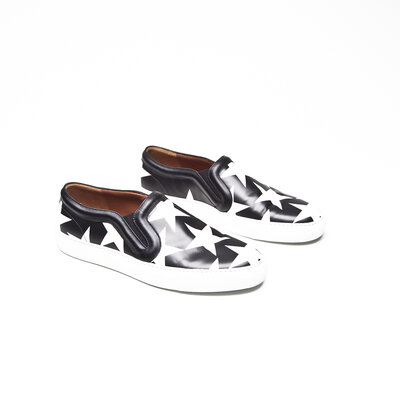 Loafer Givenchy em couro nas cores b&w