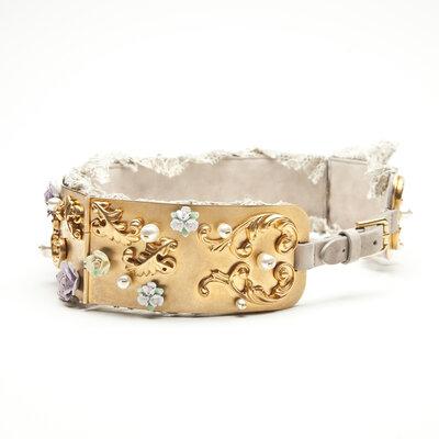 Cinto Dolce & Gabbana dourado em metal com bordado