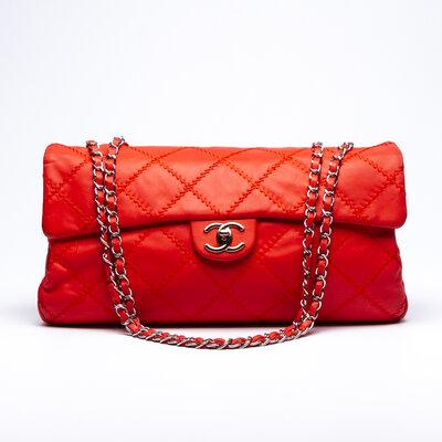 Bolsa Chanel em Couro Coral