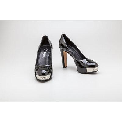 Sapato Chanel em verniz preto