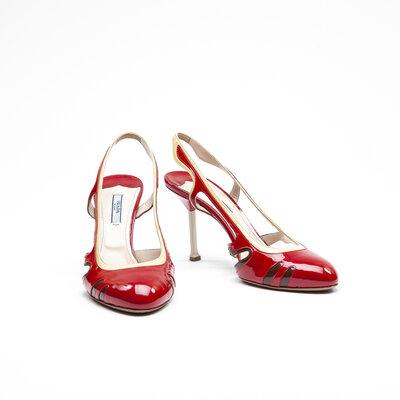 Sapato Prada em verniz vermelho