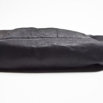 Bolsa Chanel em couro preta detalhe prata