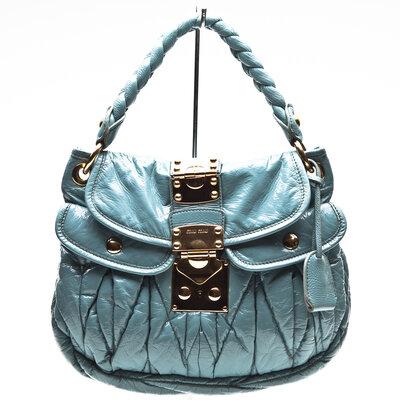 Bolsa Miu Miu em verniz azul claro