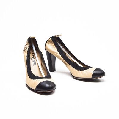 Sapato Chanel em bege e preto