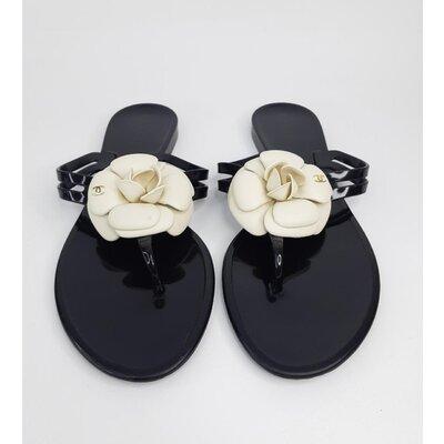 Flip Flop Chanel Preta em PVC com Camélia branca