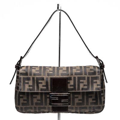 Bolsa Fendi Baguette em logomarca