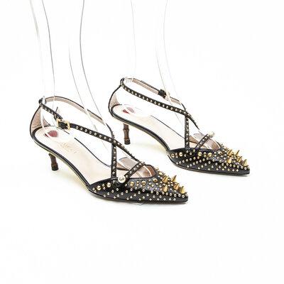 Sapato Gucci com Studs Dourado Preto