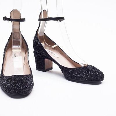 Sapato Valentino preto em strass