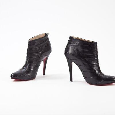 Ankle Boot Louboutin em couro preta