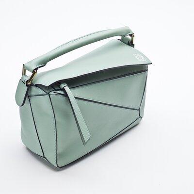 Bolsa Loewe Puzzle bag em couro verde claro