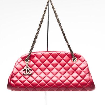 Bolsa Chanel Just Mademoiselle Medium Bowler vermelha
