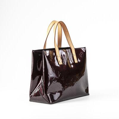 Bolsa Louis Vuitton Reade em verniz na cor amarante