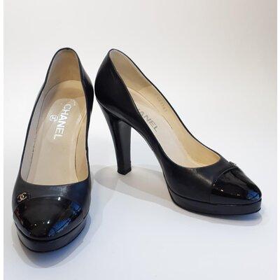 Sapato Chanel em Couro e Verniz Preto