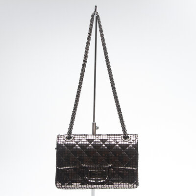 Bolsa Chanel em couro Prateada