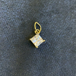 Pingente formato Losango Luz Ouro 0.5 cm