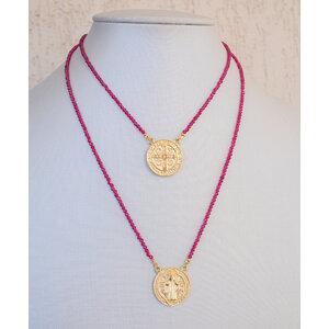 Escapulario Medalha São Bento Ouro corrente Cristais Fucsia