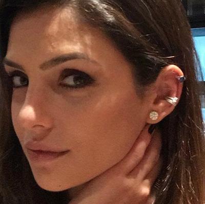 Carol Celico Usando Piercing Joia