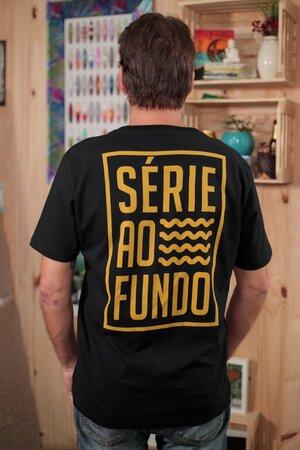 T-shirt Série ao Fundo Black & Mostard
