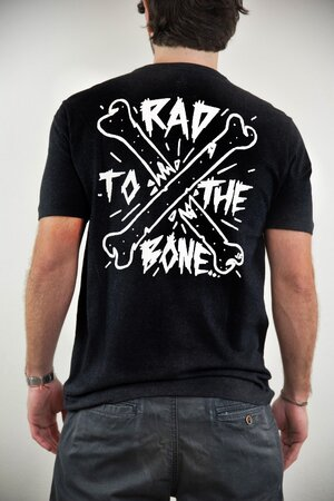 T-shirt Rad to the Bone