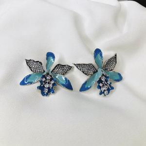Brinco Orquídea Esmaltada Azul Ródio Branco Semijóia