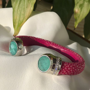 Bracelete Galuchat Pink com Esmeralda Colombiana
