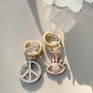 Argola Paz e Olho de Horus Banho de Ouro 18 K Semijóia