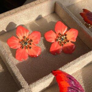 Brinco Flor Coral Pintado a Mão
