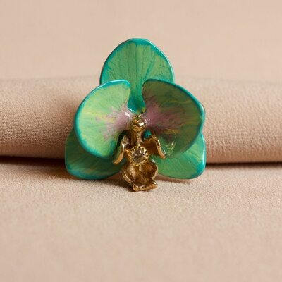 Brinco Orquídea Turquesa Miolo Lilás Pintado a Mão