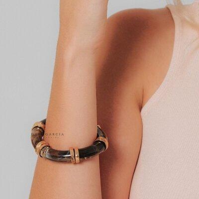 Bracelete Resina Marrom Banho de Ouro 18 K