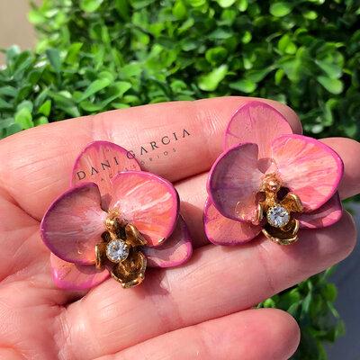 Brinco Orquídea Rosa com Borda Pink Pintado a Mão