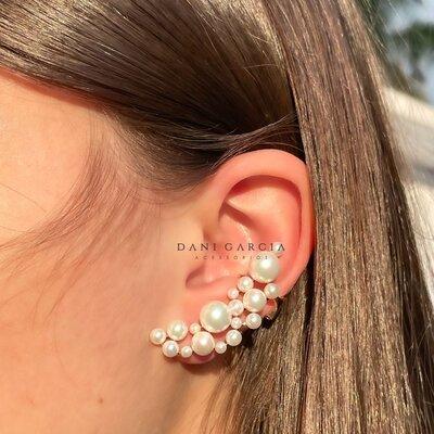 Brinco Ear Cuff Pérolas Brancas com Piercing