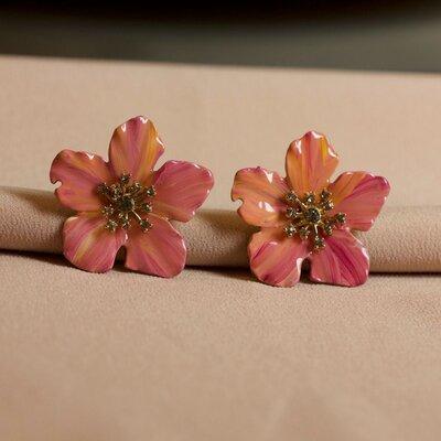 Brinco Flor Rosa Chiclete Pintado a Mão