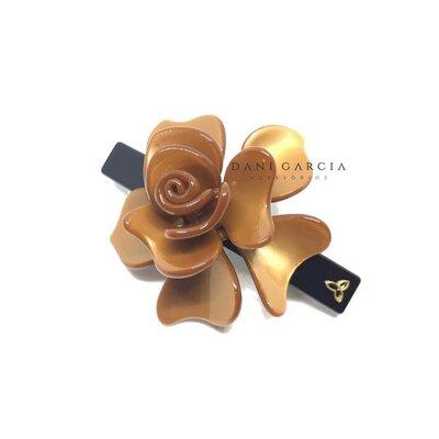 Presilha Flor Dourada Acetato