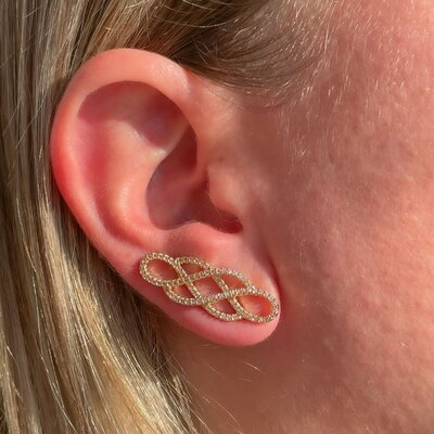 Brinco Ear Cuff Entrelaçado Banho de Ouro 18 K Semijóia