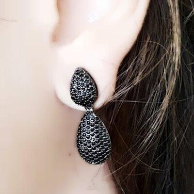 Brinco Gotas com Zirconias Negras
