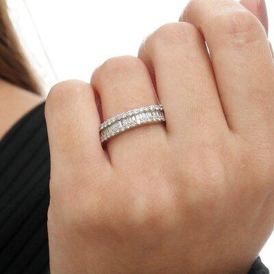 Meia Aliança Ouro Branco com Diamantes Baguetes