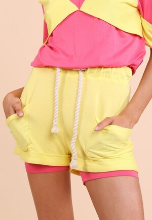 Shorts color
