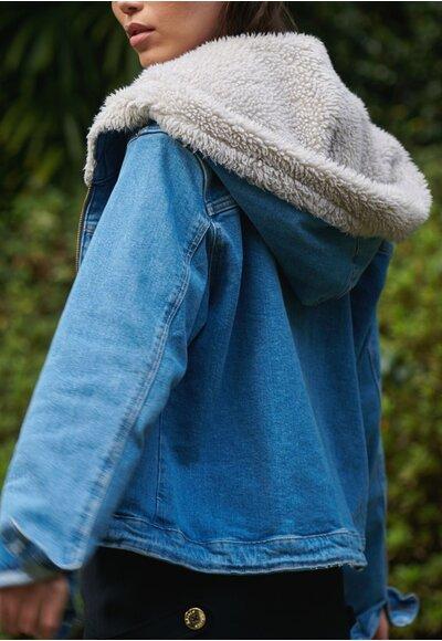 Jaqueta jeans capuz