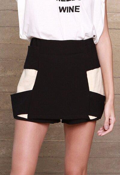 Shorts saia faixas