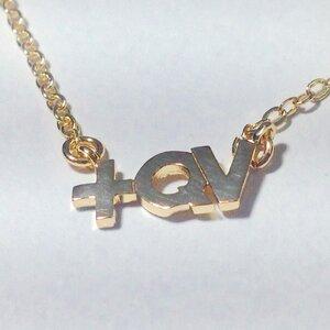 Colar +QV Dourado