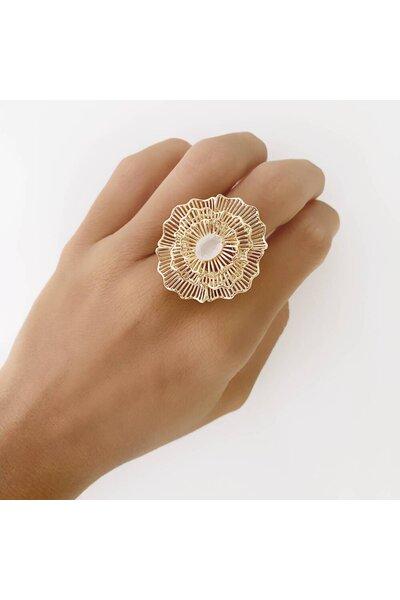 Anel Dourado Flor com cristal Branco Leitoso ao meio