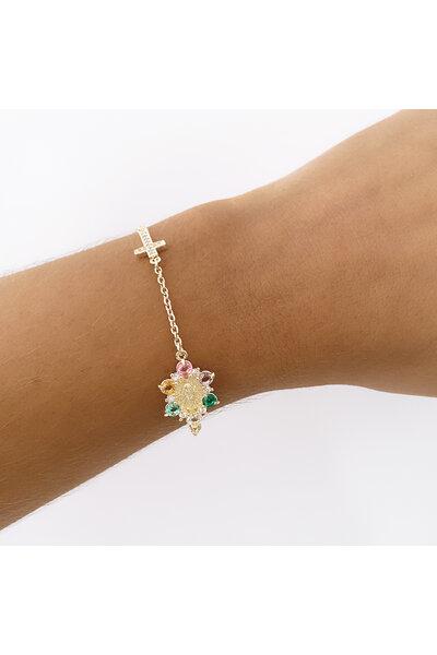 Pulseira dourada com cruz cravejada e medalha nossa senhora com cristais coloridos