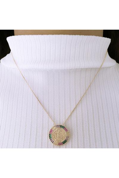 Gargantilha Dourada com Medalha São Bento e Zircônias baguetes Coloridas