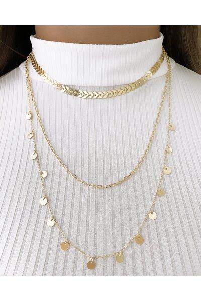 Trio de colares dourados de diferentes tamanhos e formatos